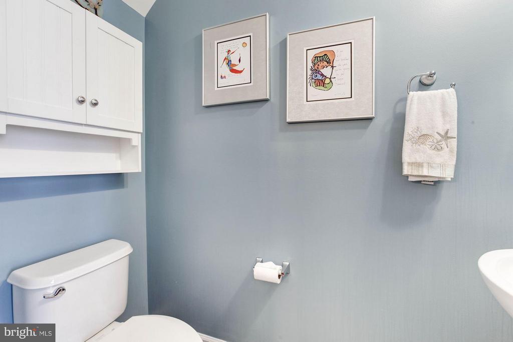 Main Level Half Bathroom - 3325 KEMPER RD, ARLINGTON