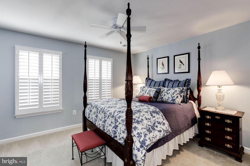 Master Bedroom with plantation shutters - 3325 KEMPER RD, ARLINGTON