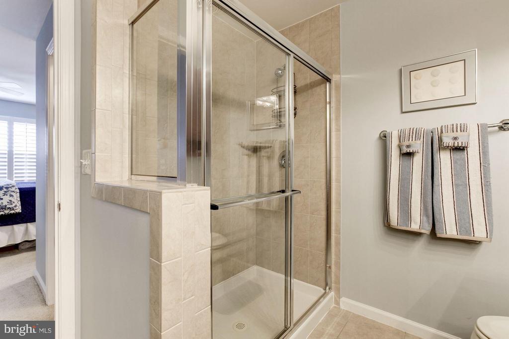 Master Bathroom shower - 3325 KEMPER RD, ARLINGTON