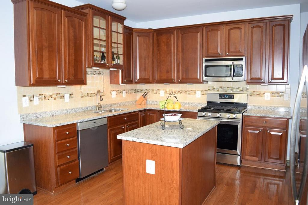 Upgraded w/Tile Backsplash, Granite Counter/Island - 6016 PRESWELL CT, GAINESVILLE