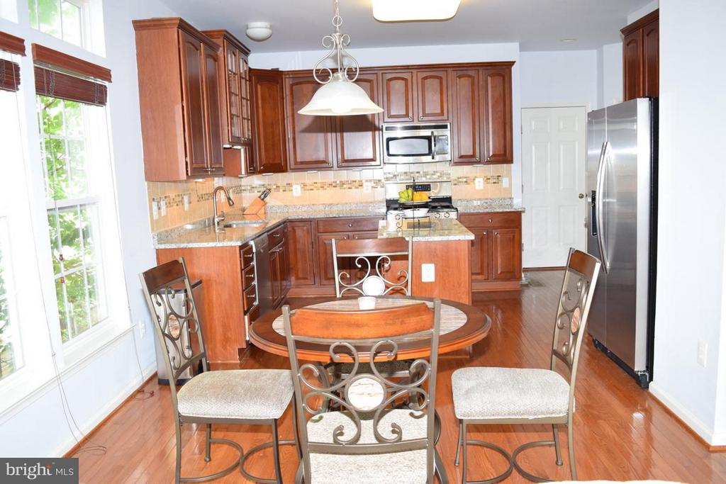 Shining Wood Floors and New Stainless Appliances - 6016 PRESWELL CT, GAINESVILLE