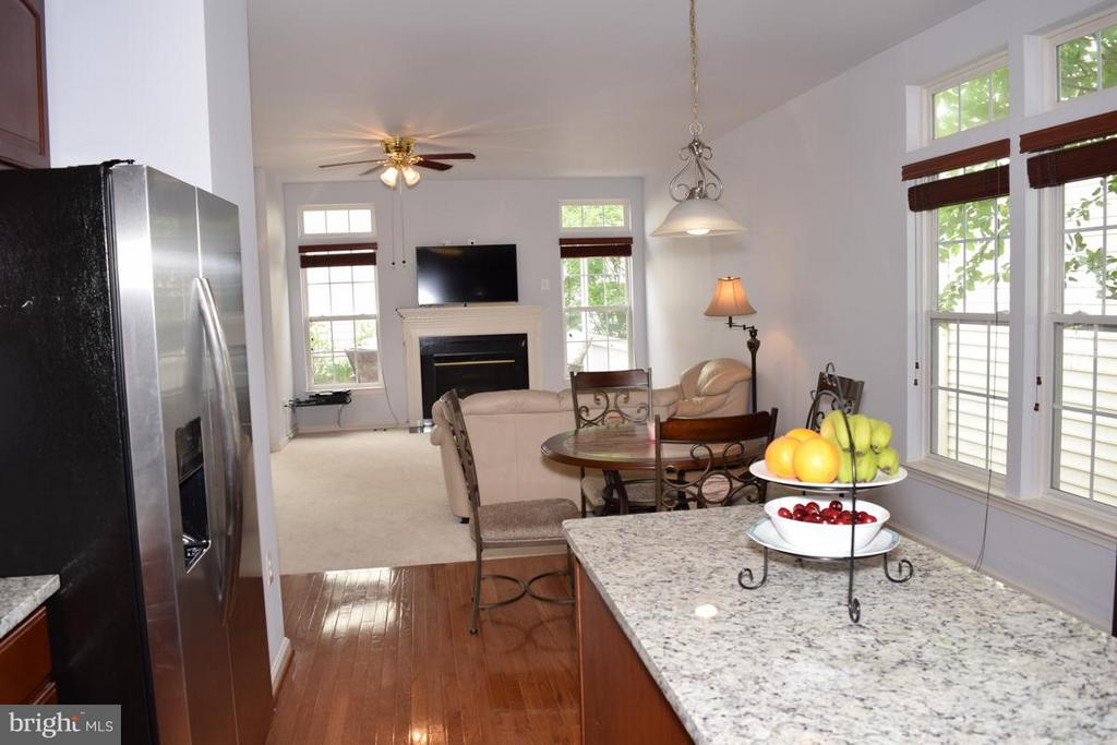 Eat-in Kitchen & High Ceilings - 6016 PRESWELL CT, GAINESVILLE