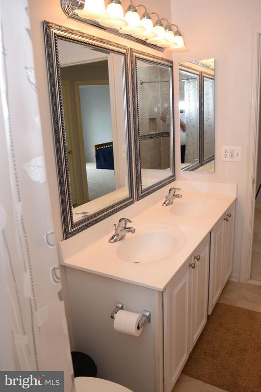 Updated Mirrors and Lights - 6016 PRESWELL CT, GAINESVILLE