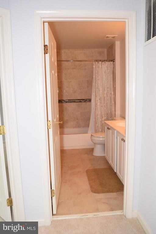 Tiled Shower and Floor - 6016 PRESWELL CT, GAINESVILLE