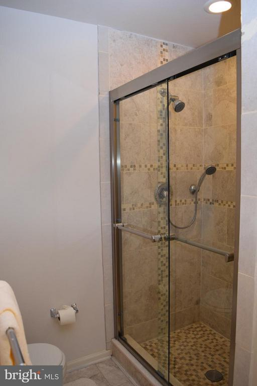 Remodeled Shower - 6016 PRESWELL CT, GAINESVILLE