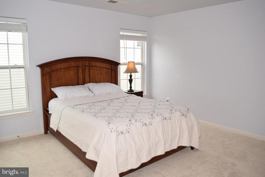 Beautiful Room to Entertain Guests - 6016 PRESWELL CT, GAINESVILLE