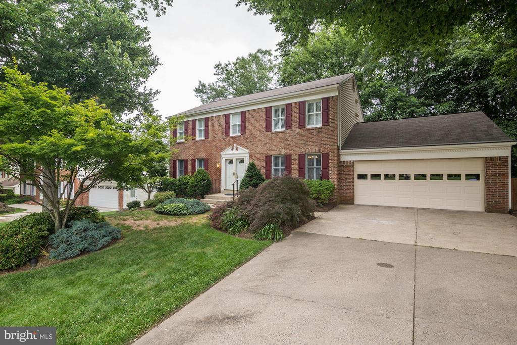 Brick Front Colonial w/ 2 car garage - 7317 JENNA RD, SPRINGFIELD
