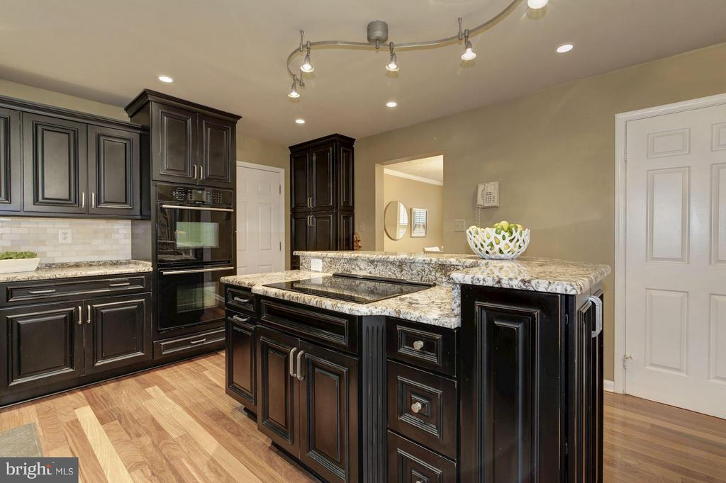 Kitchen island with cooktop and tons of storage! - 7317 JENNA RD, SPRINGFIELD