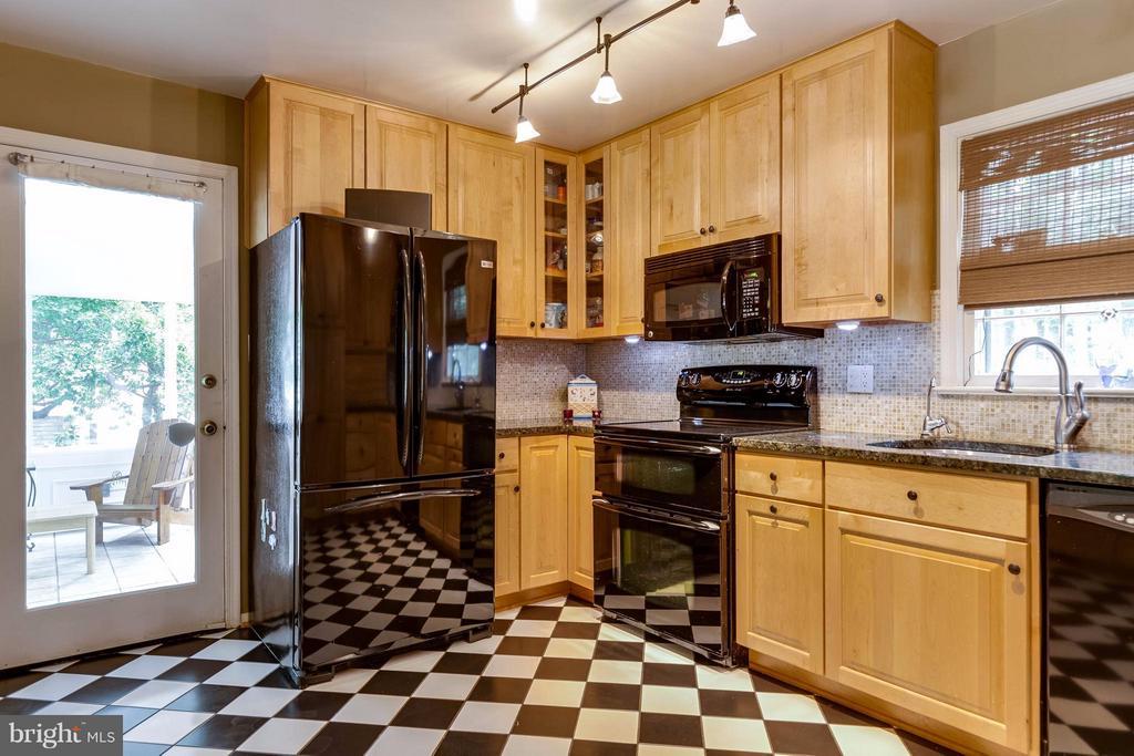 Kitchen - 4640 TARA DR, FAIRFAX