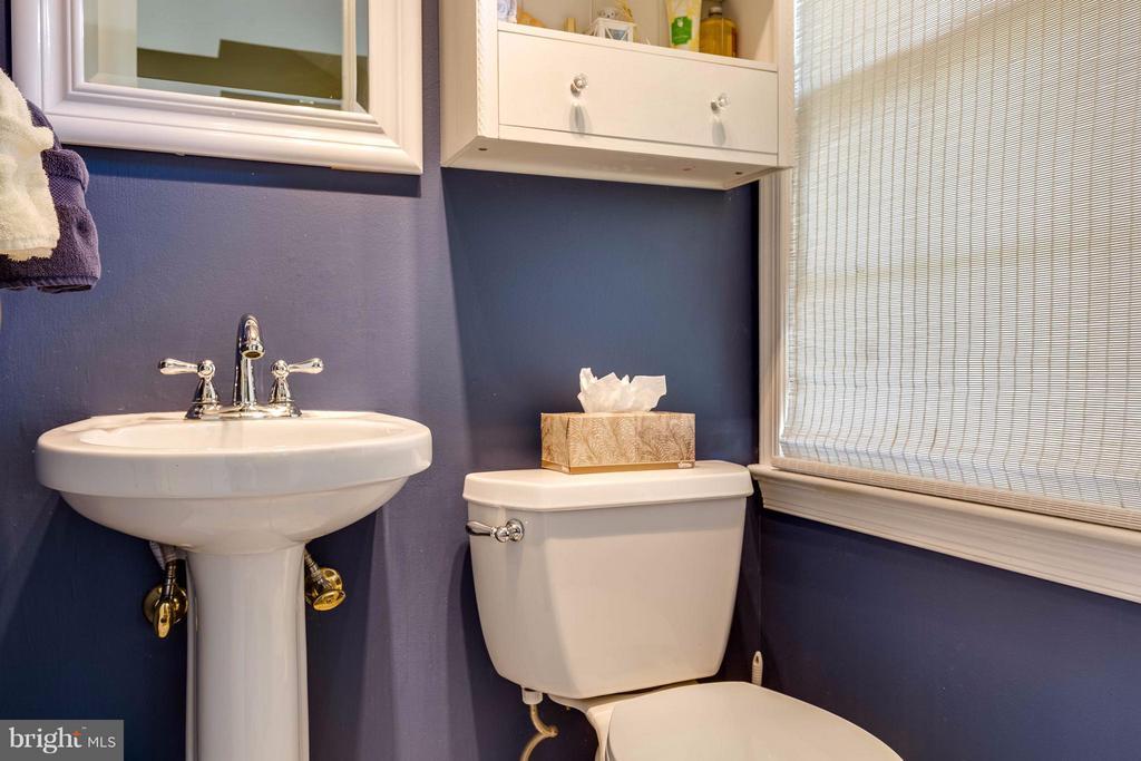 Main L Half Bath - 4640 TARA DR, FAIRFAX