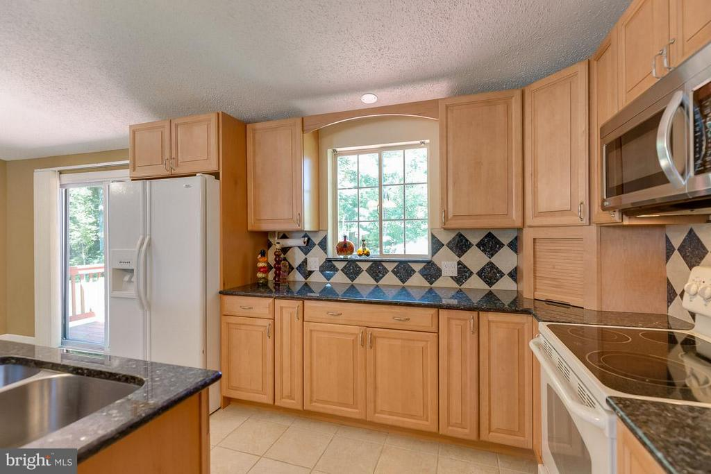 Kitchen - 10306 STEAMBOAT LANDING LN, BURKE
