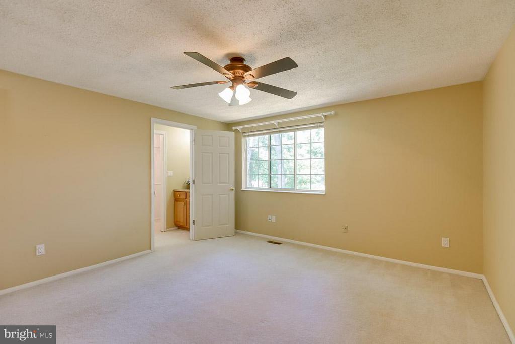 Master bedroom - 10306 STEAMBOAT LANDING LN, BURKE