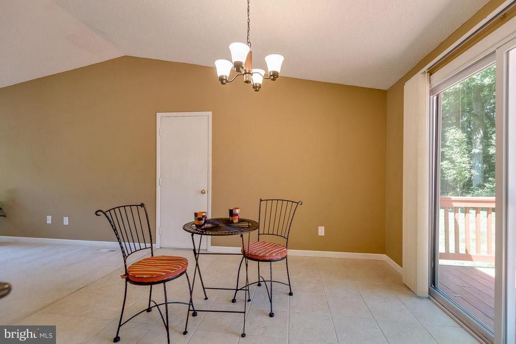Dining area access to deck - 10306 STEAMBOAT LANDING LN, BURKE