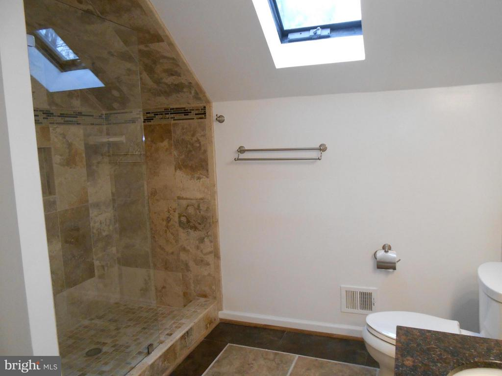 Custom Tile Shower - 10009 WISAKON TRL, MANASSAS