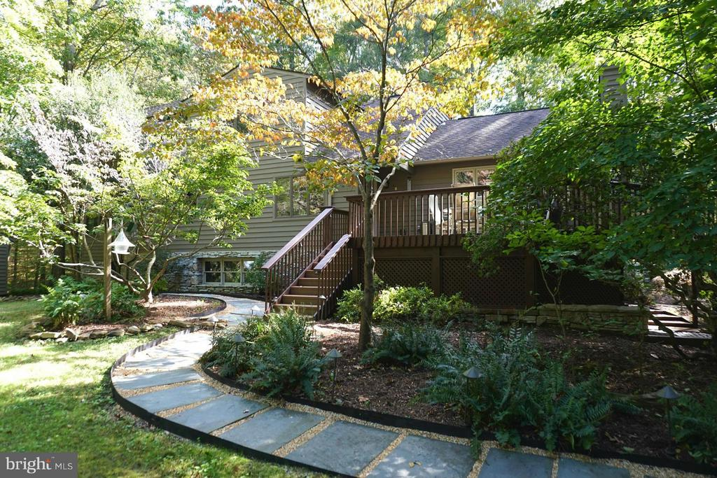 Lush back yard Oasis  - Deck - Walk Ways - 10009 WISAKON TRL, MANASSAS
