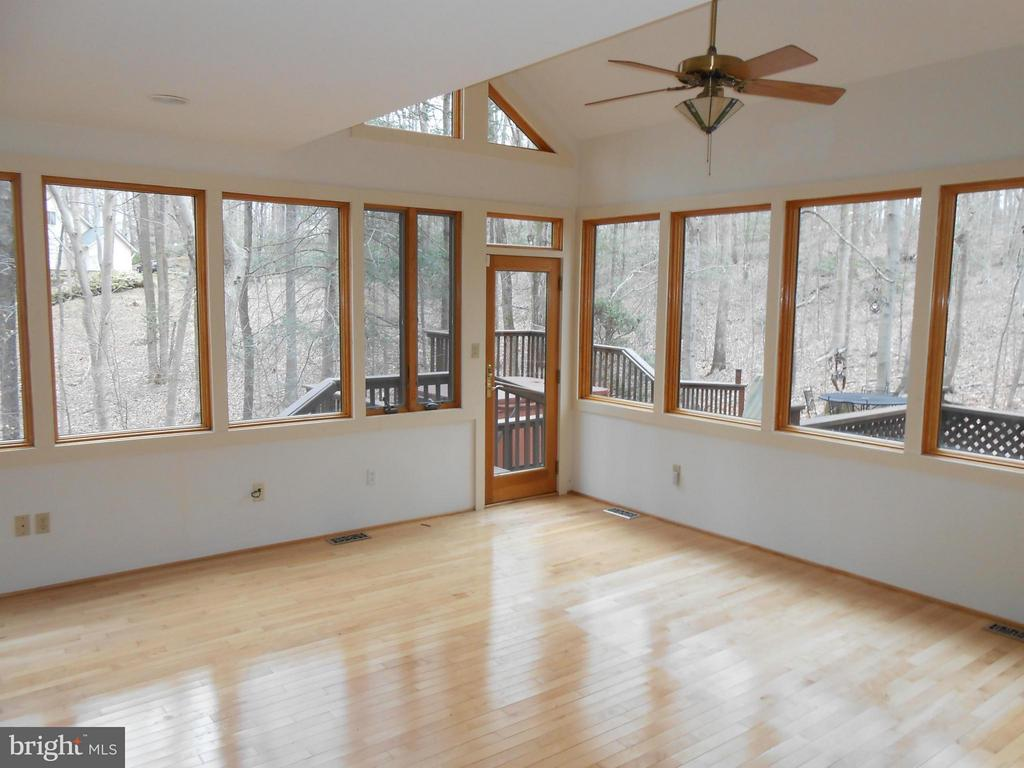 Sun Room with Vaulted Ceiling - 10009 WISAKON TRL, MANASSAS