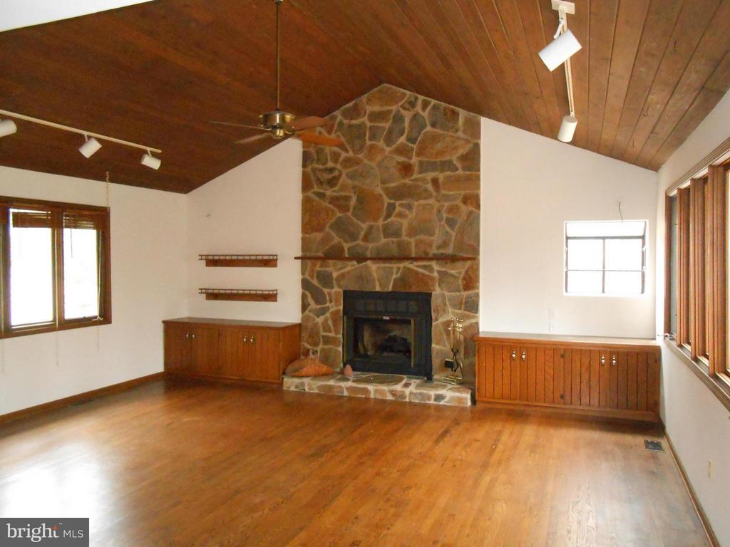 Living Room with Floor to Ceiling Stone Fire Place - 10009 WISAKON TRL, MANASSAS