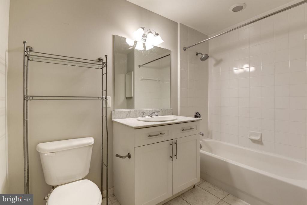 Bathroom - 4101 ALBEMARLE ST NW #526, WASHINGTON