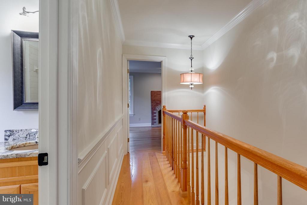 Upper level Hallway - 10402 HAMPTON RD, FAIRFAX STATION