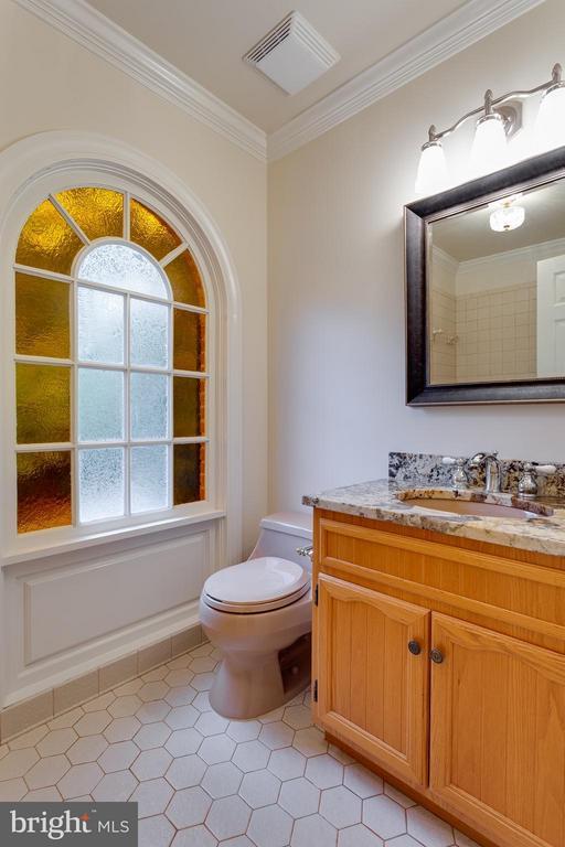 Ceramic Full Bath - upper level - 10402 HAMPTON RD, FAIRFAX STATION