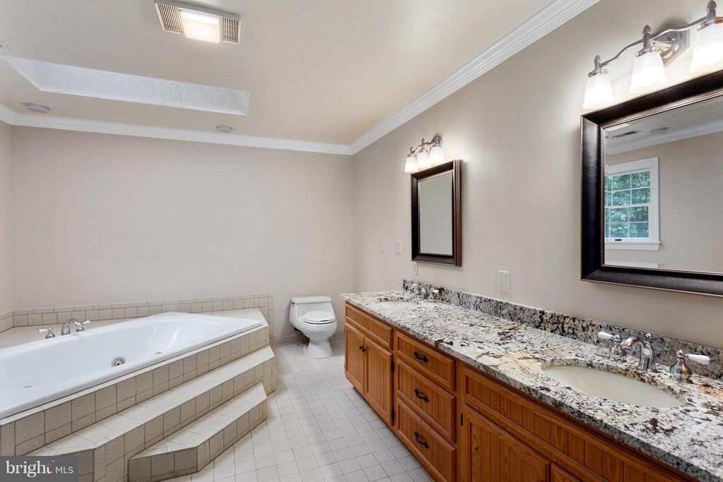 Luxury Master Bath - 10402 HAMPTON RD, FAIRFAX STATION