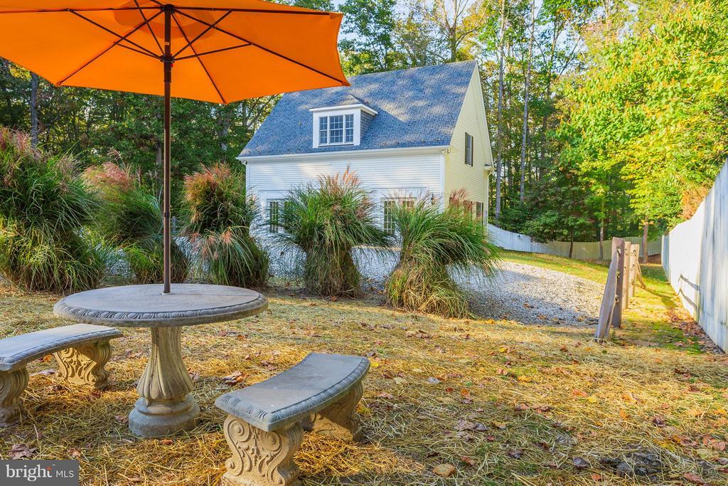 Landscaped mature yard & seasonal water views! - 10402 HAMPTON RD, FAIRFAX STATION