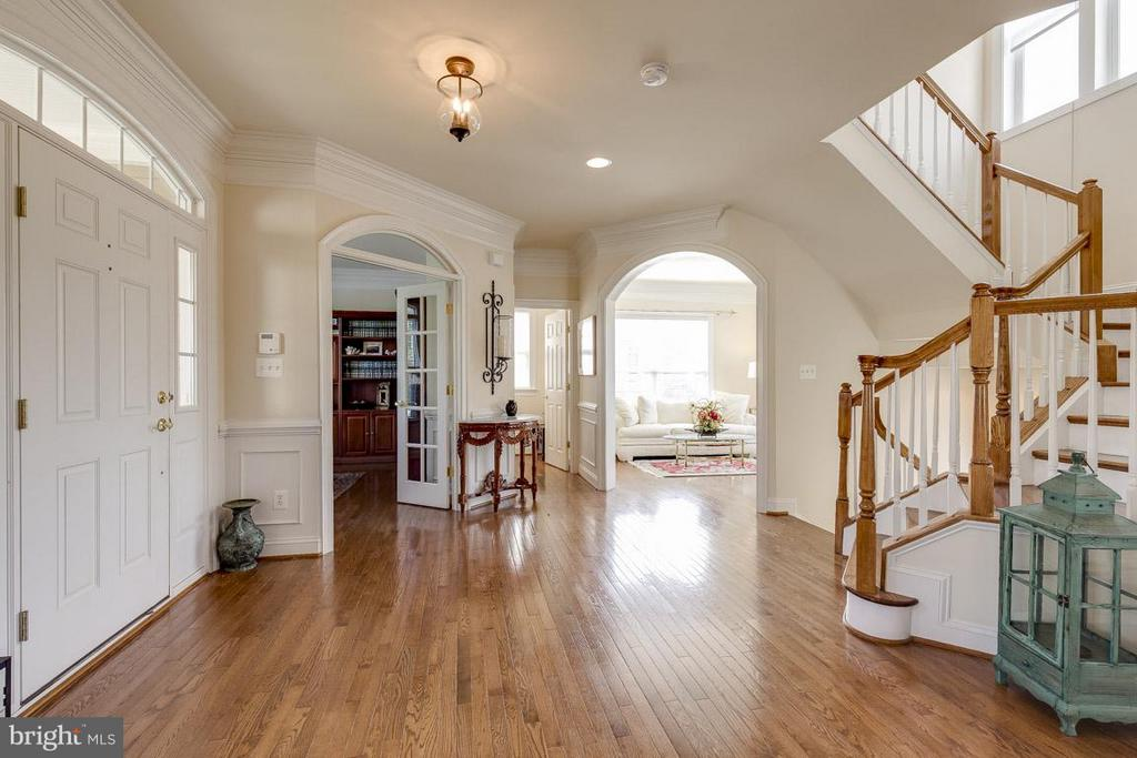 Open Foyer - 44108 RIVERPOINT DR, LEESBURG