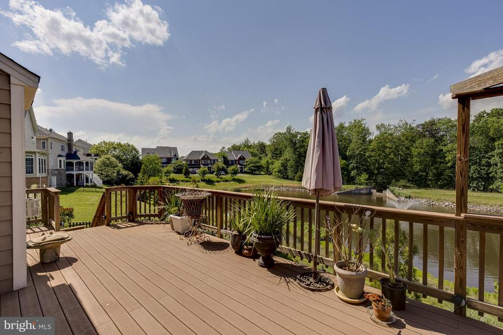 Wonderful Composite Deck w/ Stairs to Stamp Patio - 44108 RIVERPOINT DR, LEESBURG
