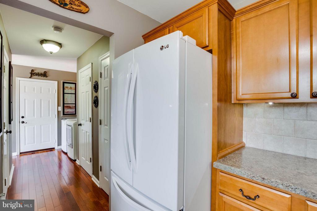 White appliances - 7302 CLOVERHILL RD, SPOTSYLVANIA
