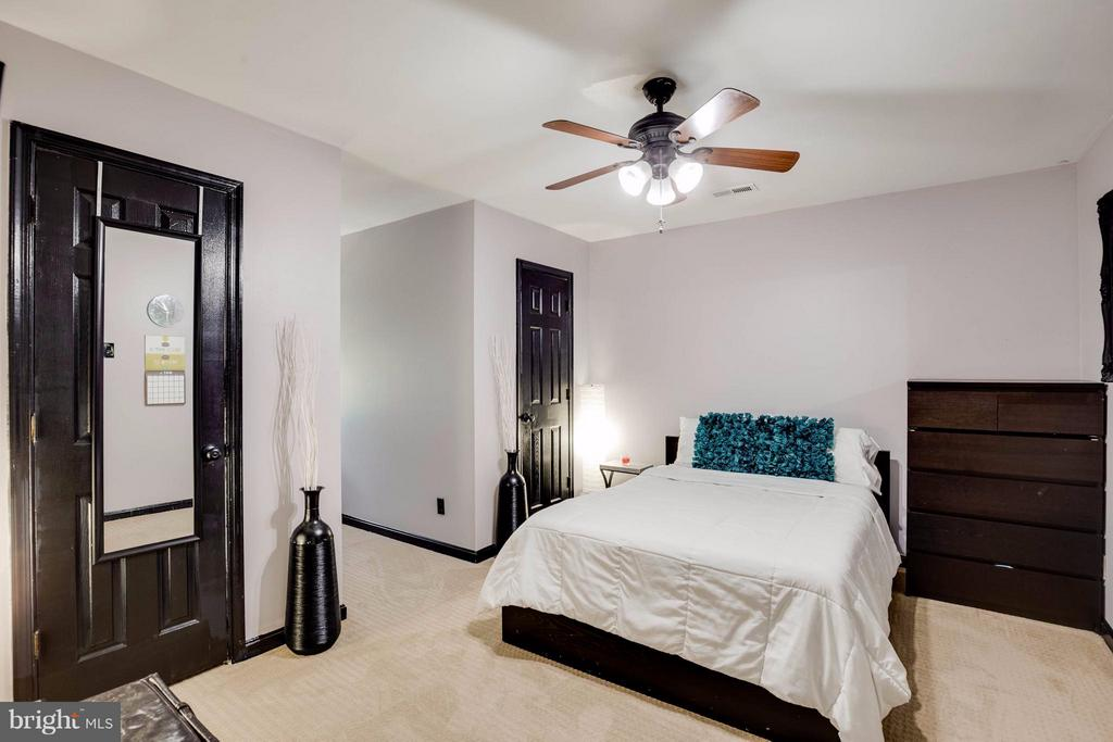 Nice Size room - 7302 CLOVERHILL RD, SPOTSYLVANIA