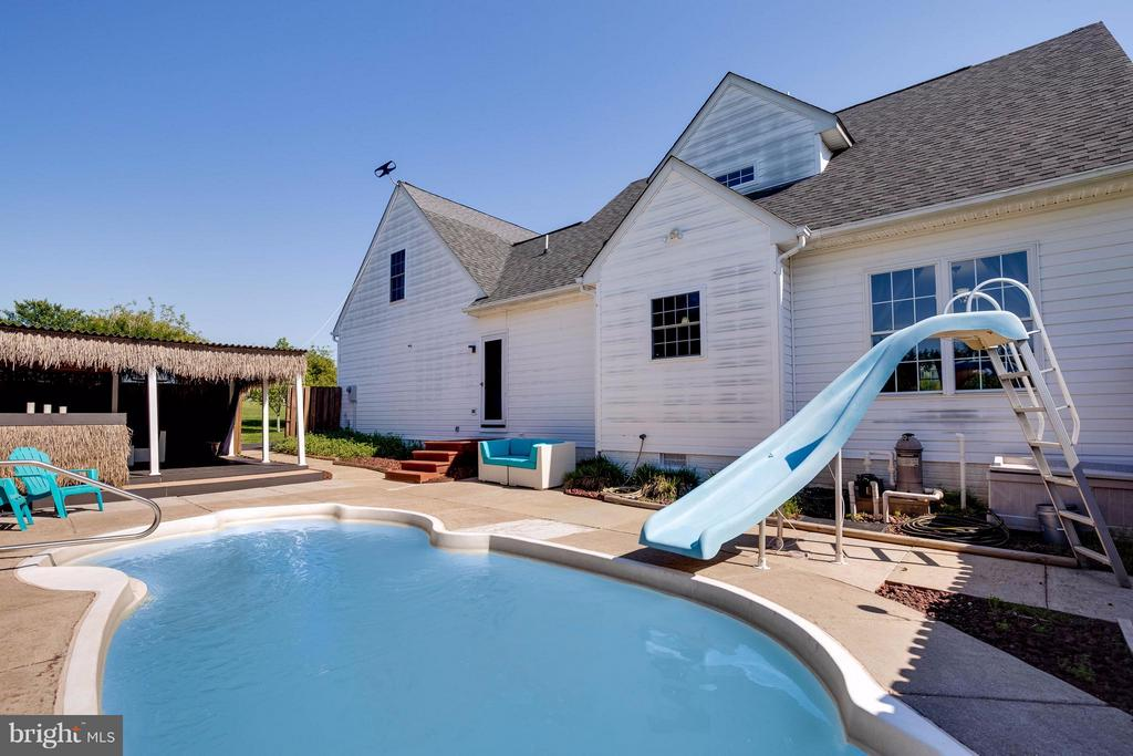 Dive in your own pool! - 7302 CLOVERHILL RD, SPOTSYLVANIA
