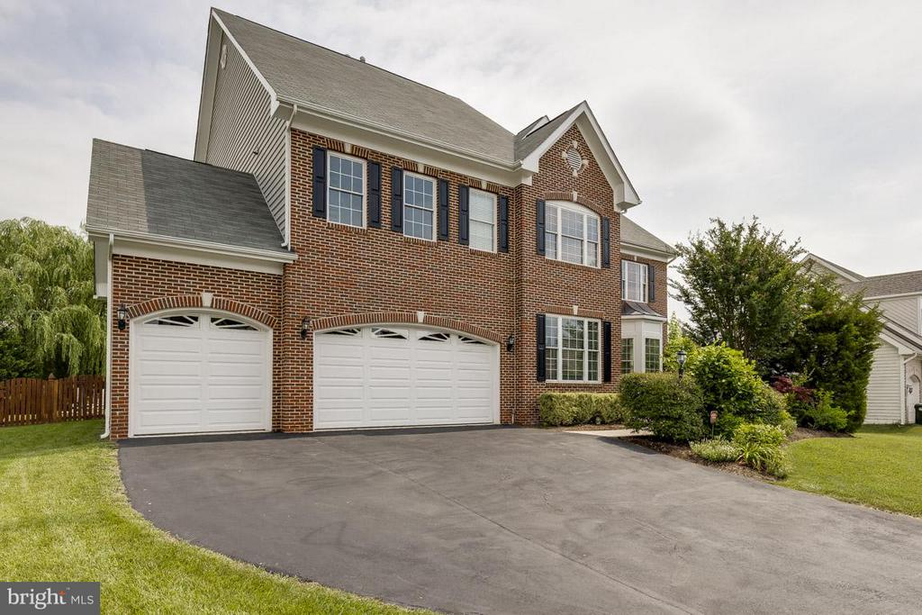 Beautiful home with pool, spa, 3 car garage - 18434 RIM ROCK CIR, LEESBURG