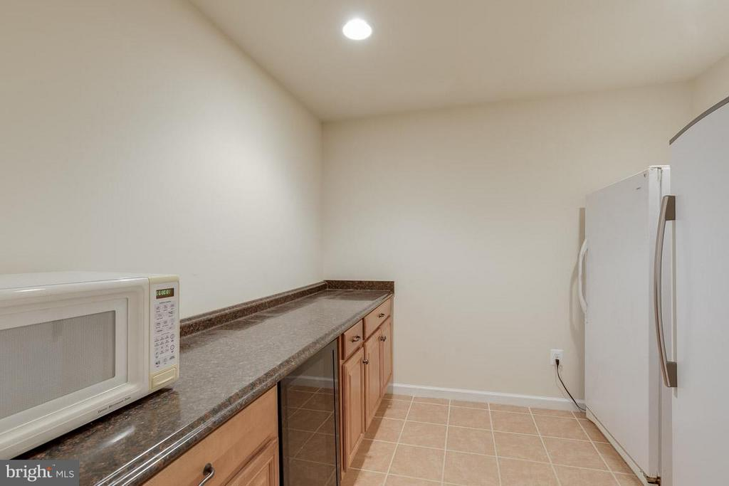 Kitchenette in basement - 18434 RIM ROCK CIR, LEESBURG