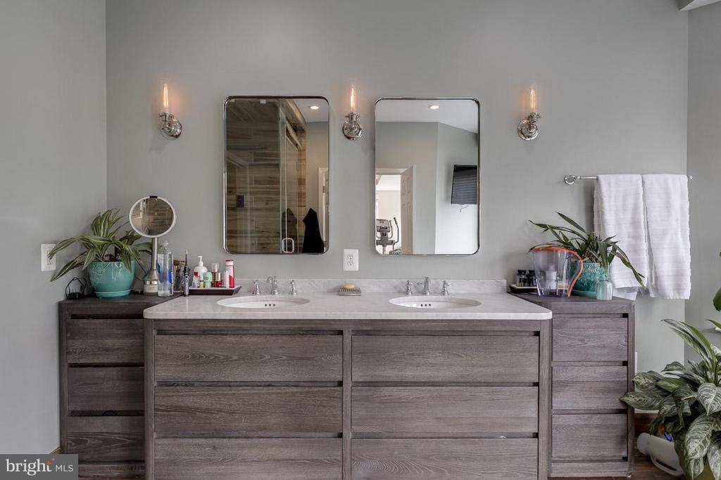 Custom RH bathroom absolutely gorgeous! - 18434 RIM ROCK CIR, LEESBURG