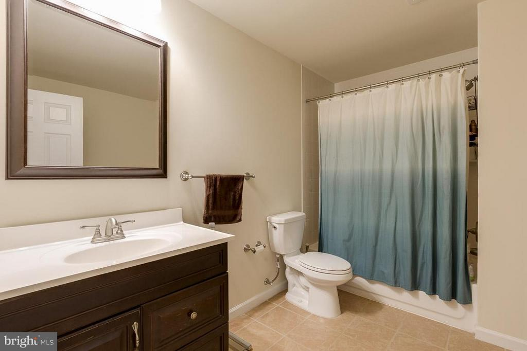 Full bath in basement - 18434 RIM ROCK CIR, LEESBURG