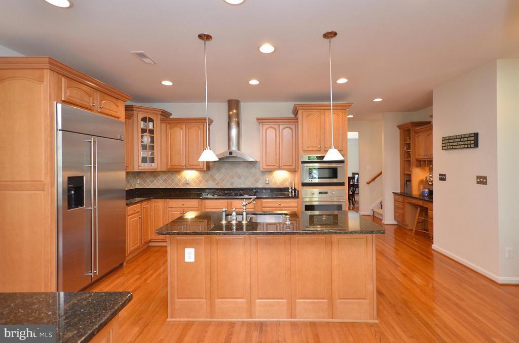 Gleaming Hardwood Flooring - 43014 PARK CREEK DR, BROADLANDS