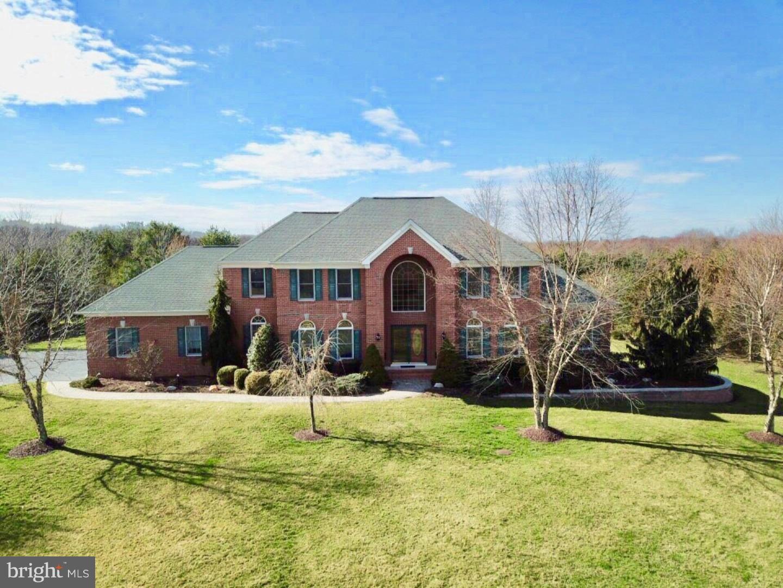 Частный односемейный дом для того Продажа на 4 LANDVIEW Court Robbinsville, Нью-Джерси 08691 Соединенные ШтатыВ/Около: Robbinsville Township