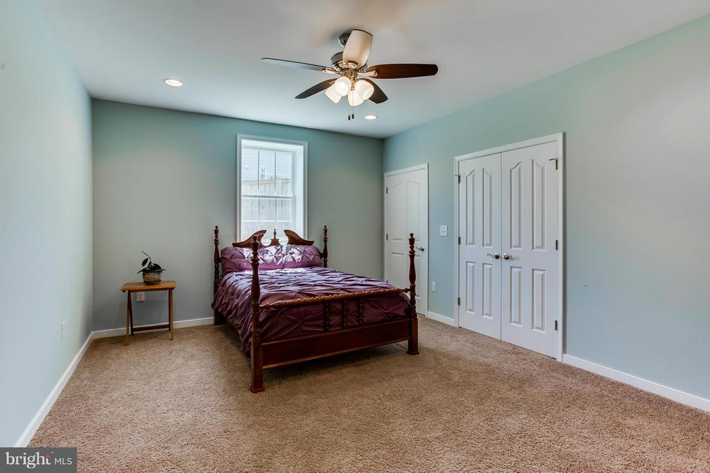 In-law Bedroom with his/her closets - 98 COACHMAN CIR, STAFFORD