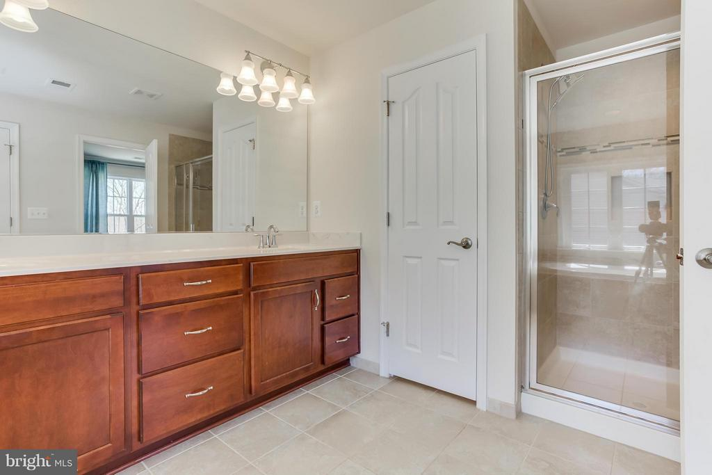 Separate Shower and Water Closet - 98 COACHMAN CIR, STAFFORD