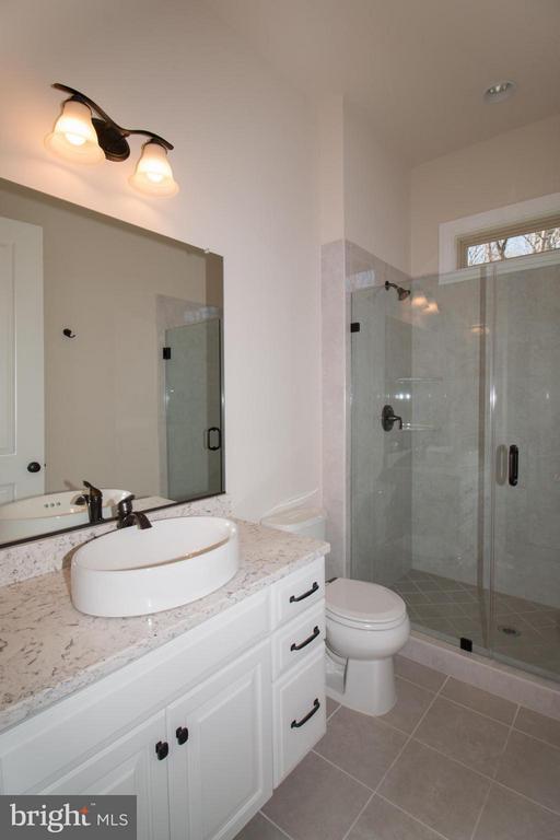 Bath - 40972 BLOSSOM GLADE DR, ALDIE