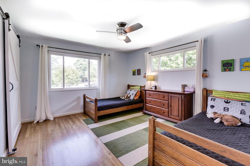 3rd Bedroom with custom sliding closet doors - 5312 TRUMAN AVE, ALEXANDRIA