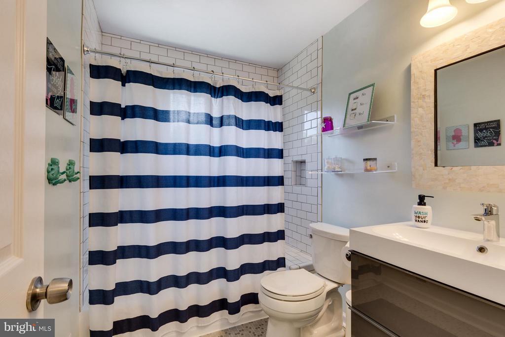 Renovated Full Bath - 5312 TRUMAN AVE, ALEXANDRIA