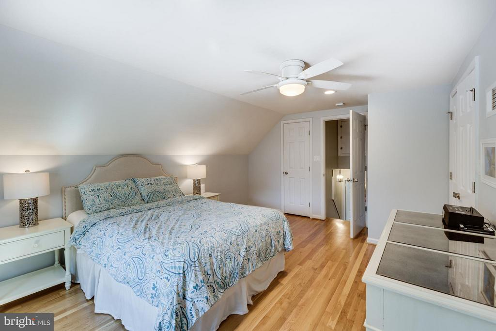 Master Bedroom with ensuite bath and WIC - 5312 TRUMAN AVE, ALEXANDRIA