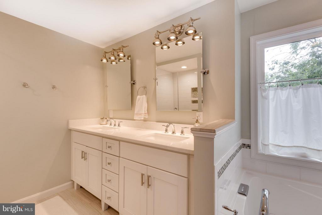 Master Bath with separate tub and shower - 5312 TRUMAN AVE, ALEXANDRIA