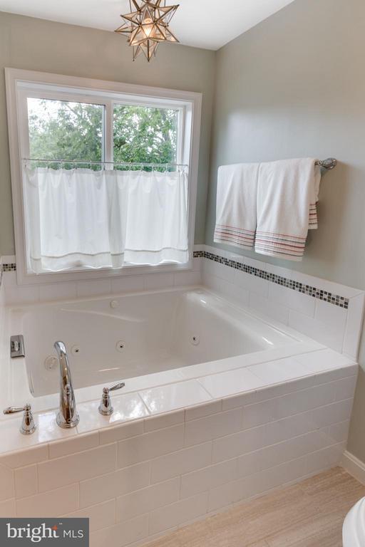 Master Bath soaking tub - 5312 TRUMAN AVE, ALEXANDRIA