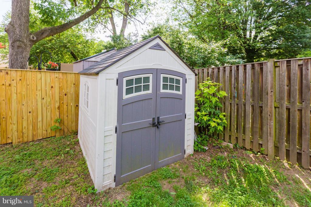 Outdoor Shed - 5312 TRUMAN AVE, ALEXANDRIA