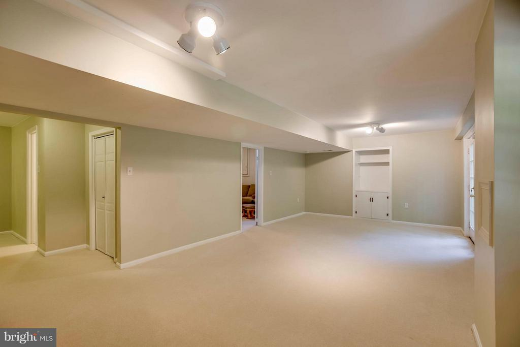 A lot of space to entertain or play - 12559 LIEUTENANT NICHOLS RD, FAIRFAX