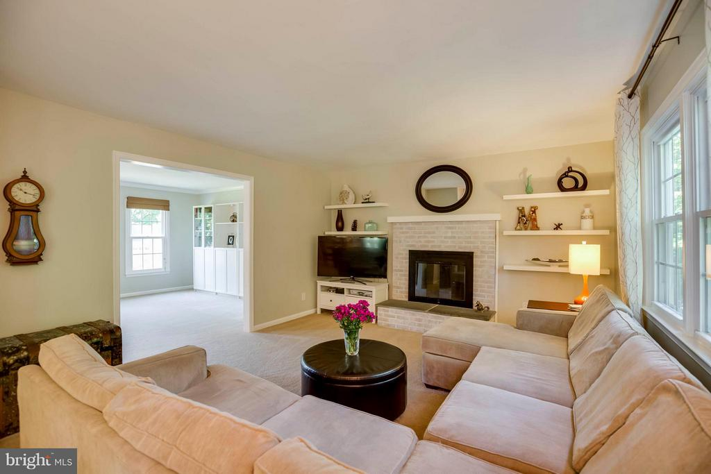 Wonderful for Entertaining - 12559 LIEUTENANT NICHOLS RD, FAIRFAX