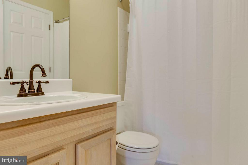 2nd Master Full  Attached Bath - 4404 HELMSFORD LN #203, FAIRFAX