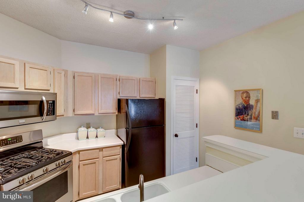 Kitchen with Built in Pantry - 4404 HELMSFORD LN #203, FAIRFAX